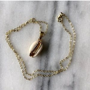 14kt Gold Cowrie Shell Necklace Boho